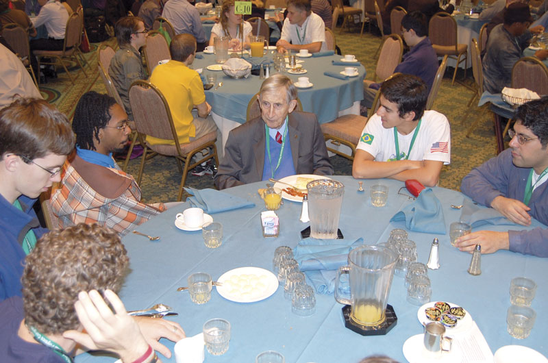 Freeman Dyson (center) chats with students over breakfast at PhysCon 2012.