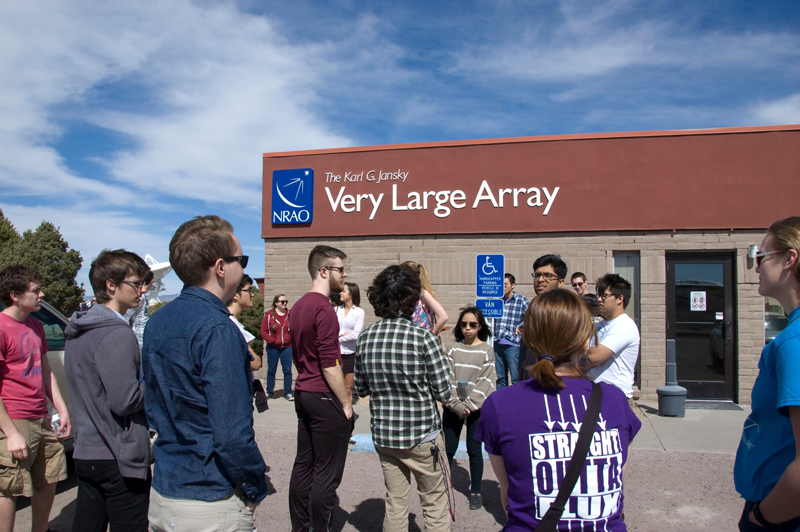 Students arrive at the VLA visitors' center.