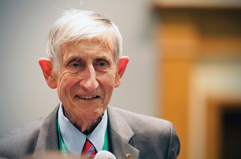 Freeman Dyson at PhysCon. Photo by Ken Cole.